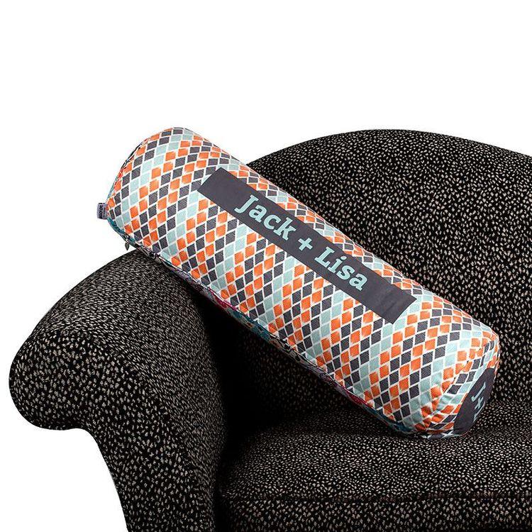 Cylinderformad kudde med eget tryck