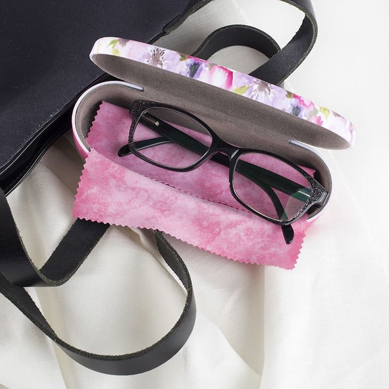 keep your custom glass case in your handbag