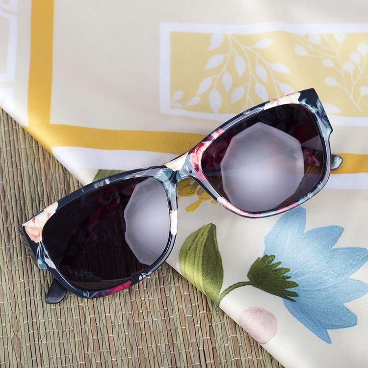 Personliga solglasögon strandmode