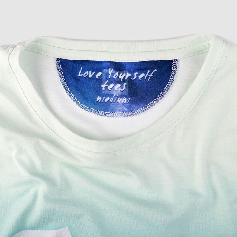 Imprimez votre propre étiquette sur la nuque du T-shirt