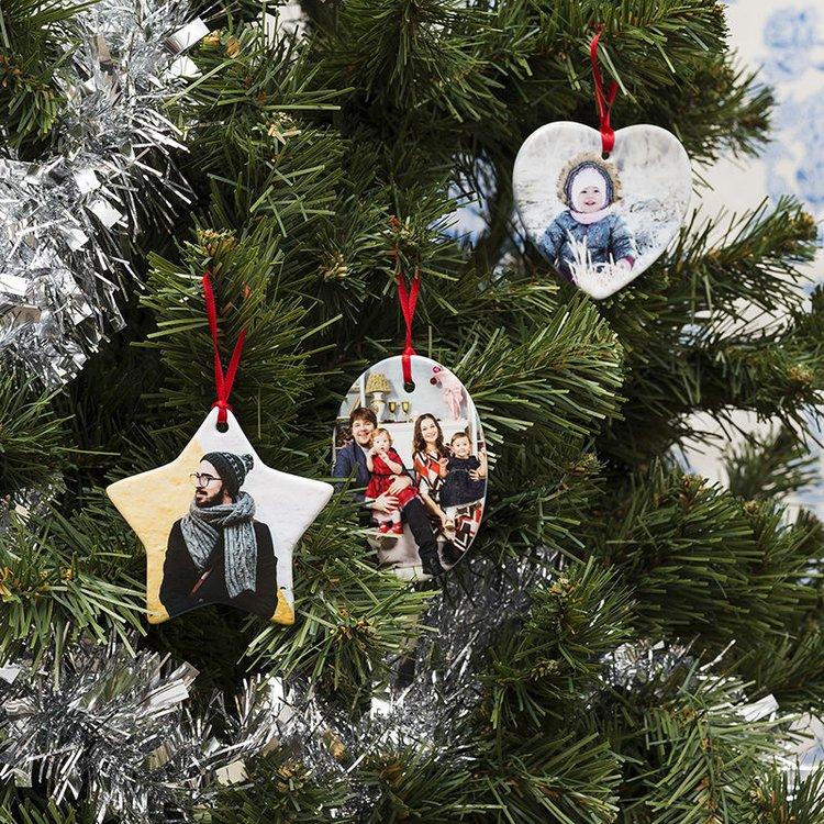 gepersonaliseerde kerstornamenten in verschillende vormen