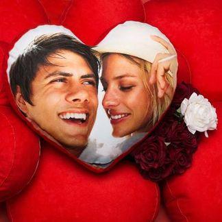 cuscino a forma di cuore con foto coppia
