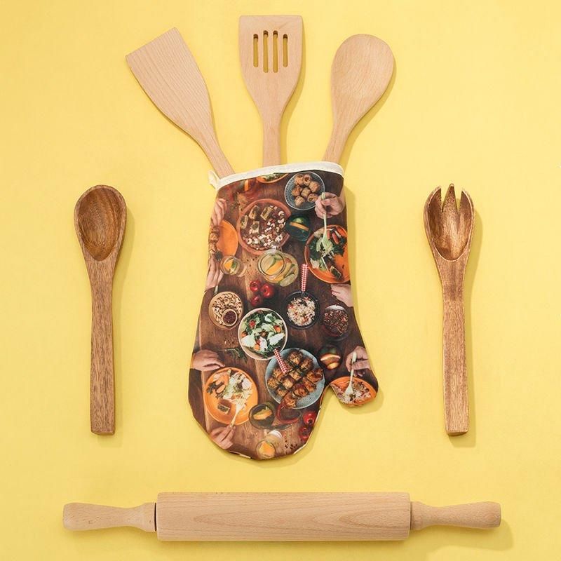 ofenhandschuhe bedruckt mit esstisch und essen