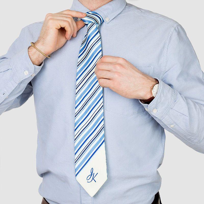 Designa din egna slips med initialer