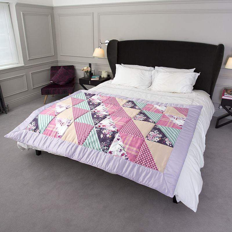 dredon personnalis avec photos dessus de lit style. Black Bedroom Furniture Sets. Home Design Ideas