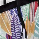 Poignée et coutures du sac en cuir imprimé