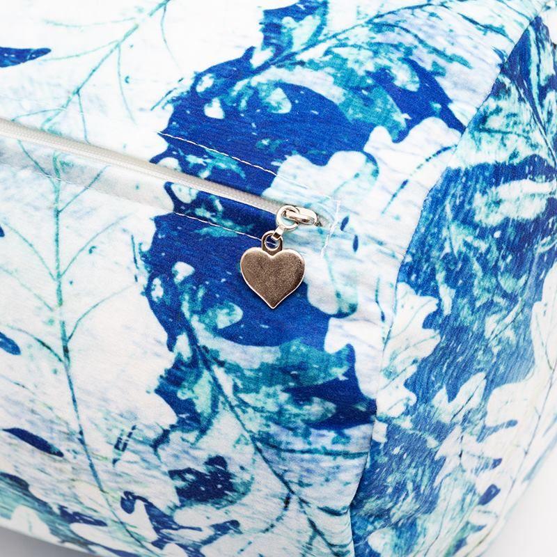 Bolster cushion zip details