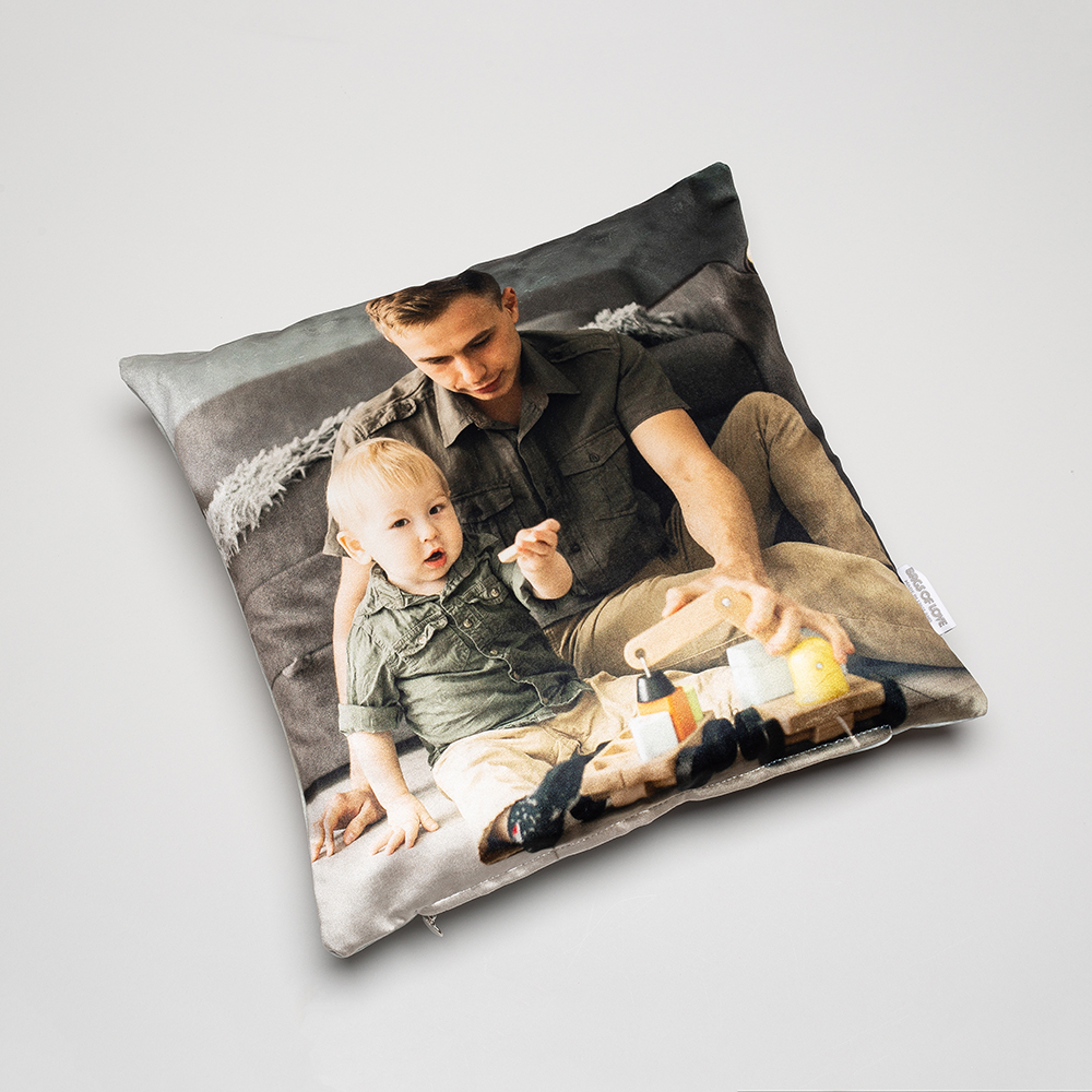 Das Perfekte Geschenk: Ein Von Dir Selbst Mit Fotos, Mustern Oder Text  Gestaltetes Kissen In Hochwertiger Druckqualität.
