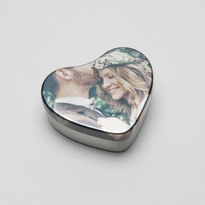 caja metálica corazón foto romántica