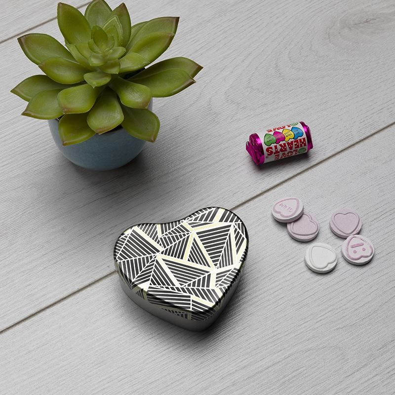heart shaped tin design