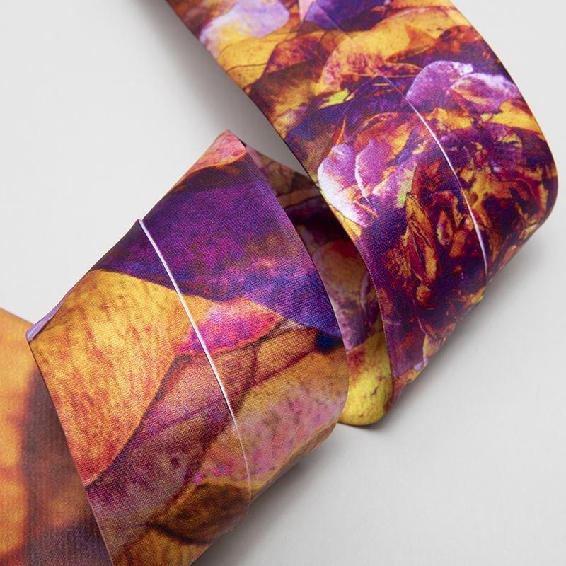 Personlig slips med vit söm
