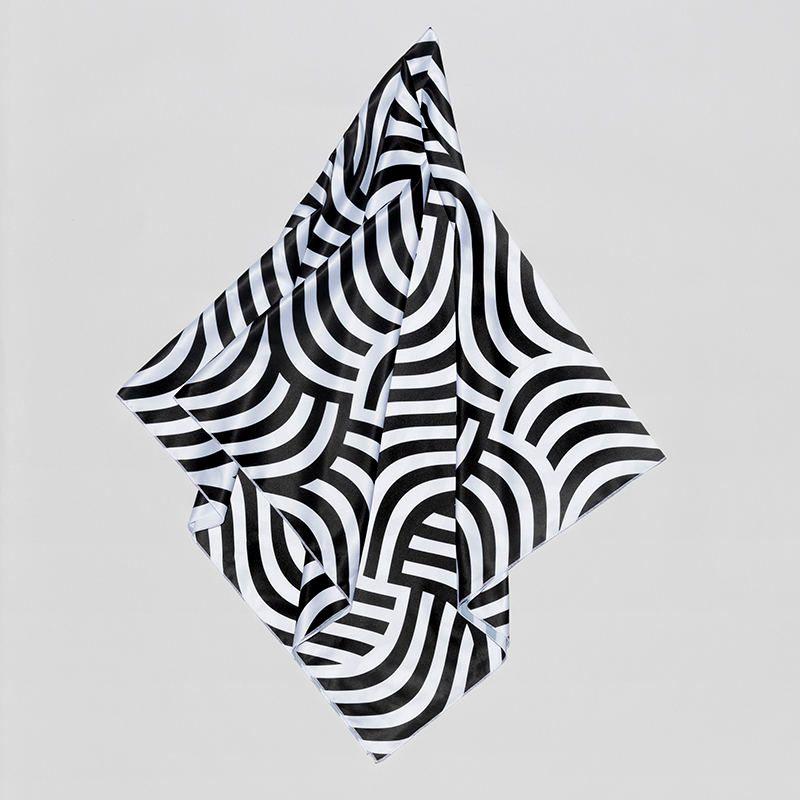 foulard carré imprimé avec motif
