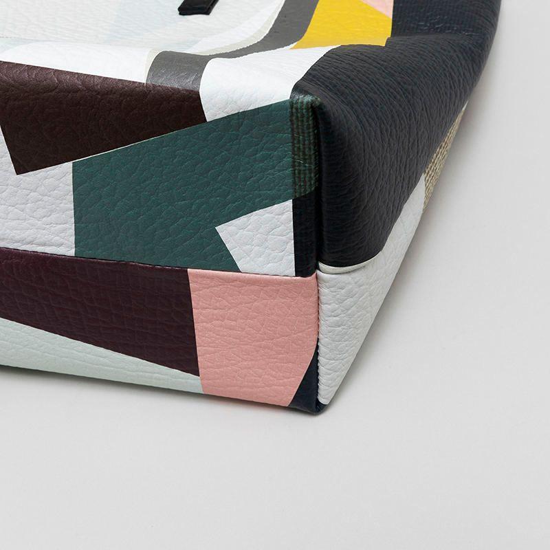 Dessous du sac en cuir imprimé avec design