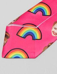 rückseite krawatte mit gesicht