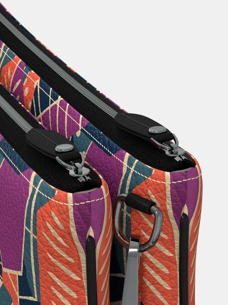 närbild väska med dubbla blixtlåsfickor