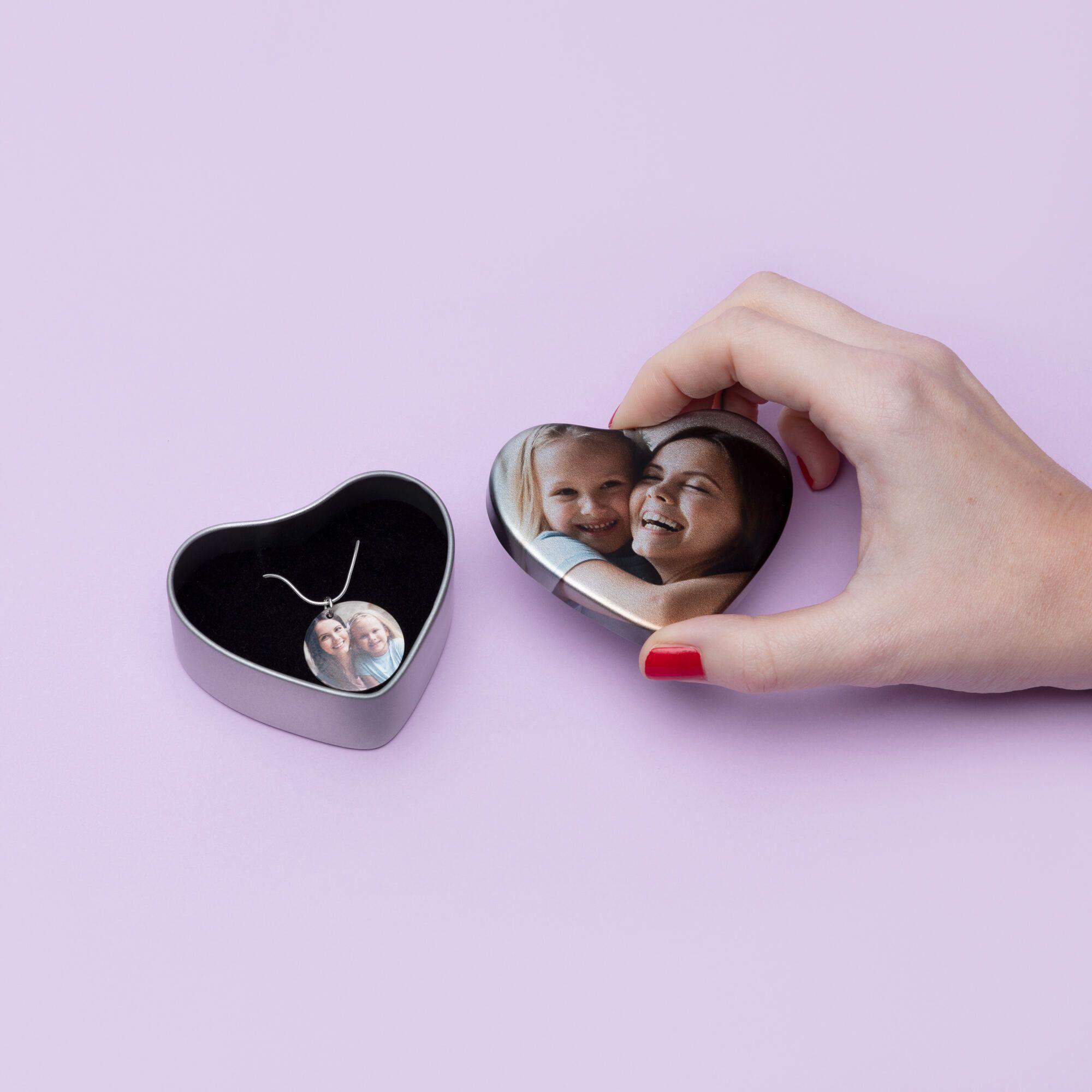 Foto Schmuck in bedruckter Geschenkdose
