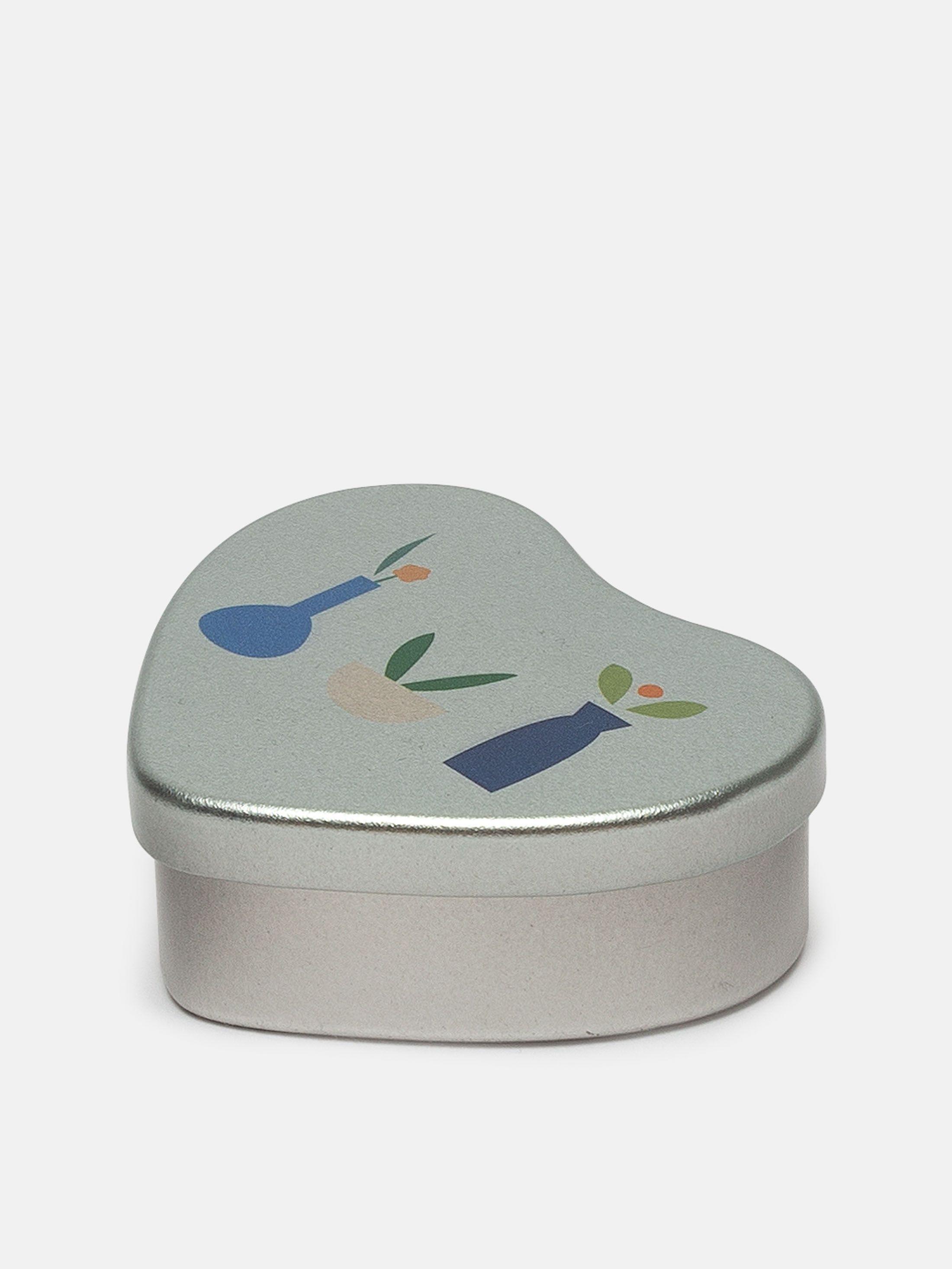 plain heart shaped tin details