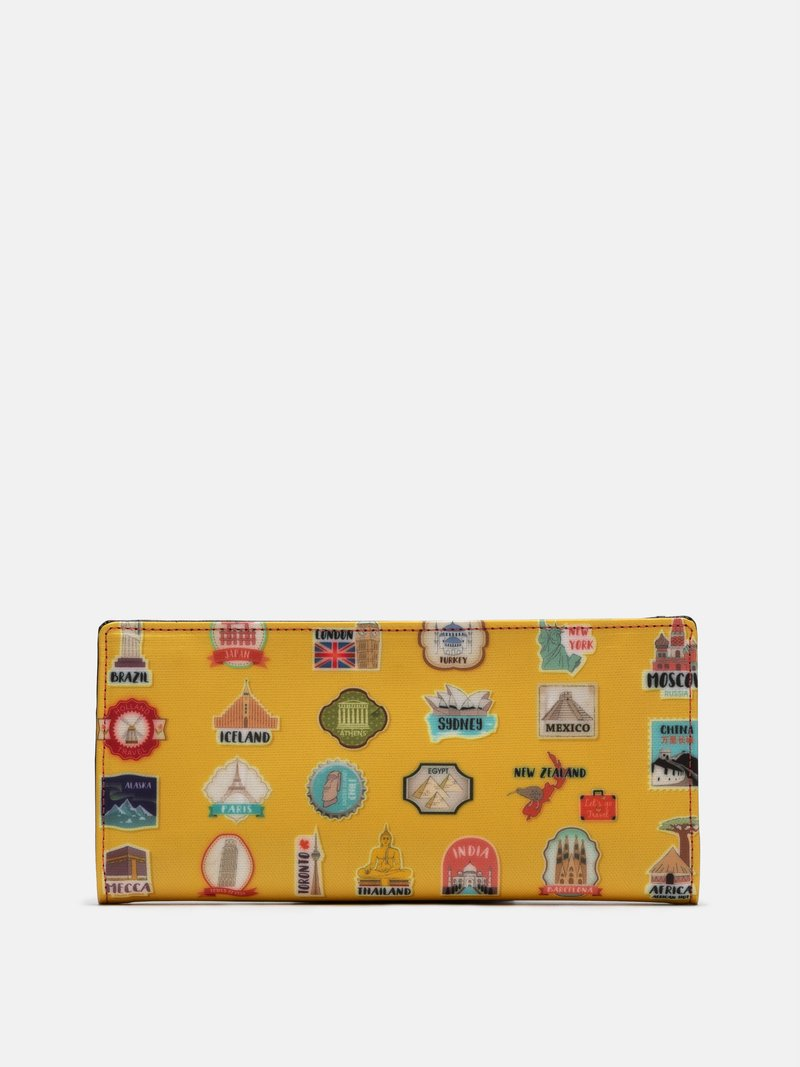 detailing of custom travel wallet