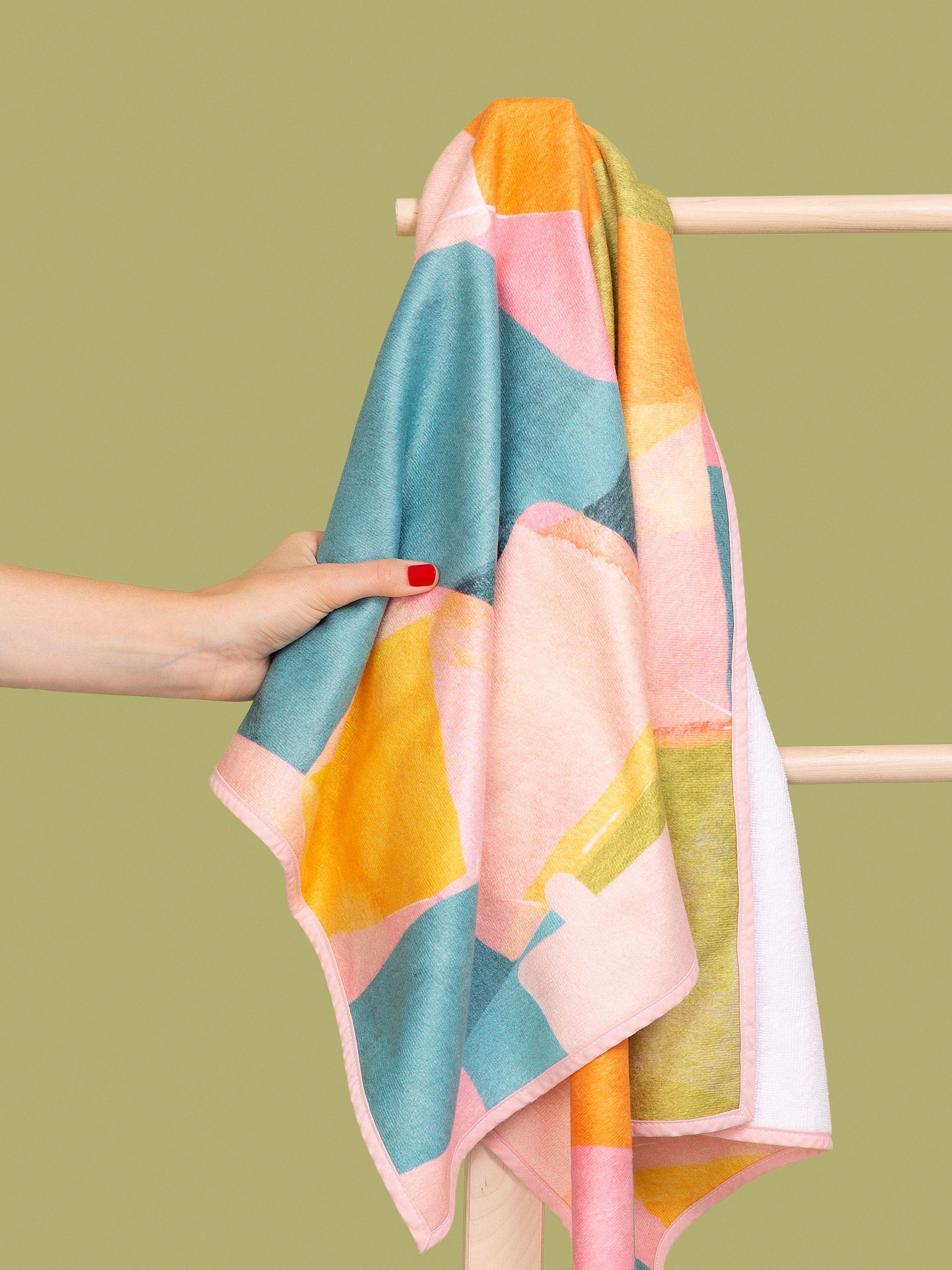 Bordure blanc crème sur la serviette de bain personnalisée