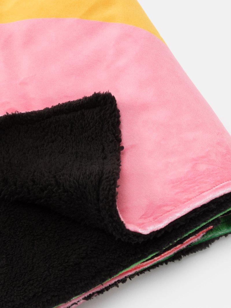 printed throws fleece close up