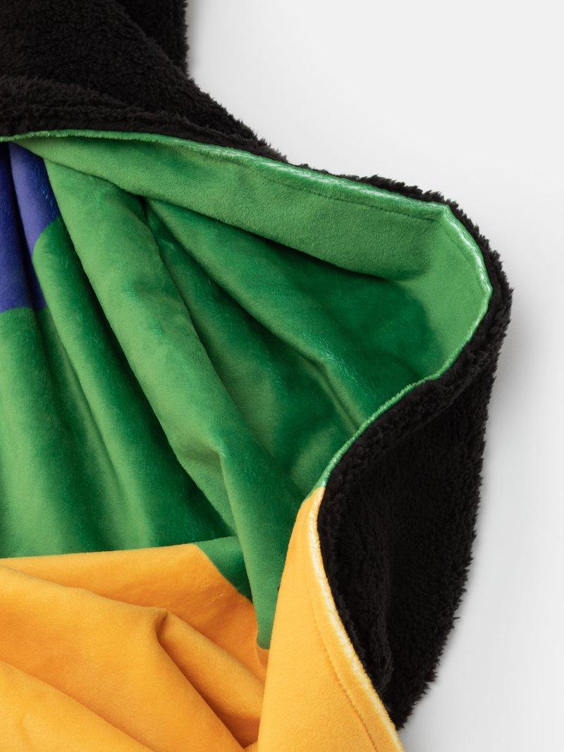 kuschelige decke mit regenbogen print