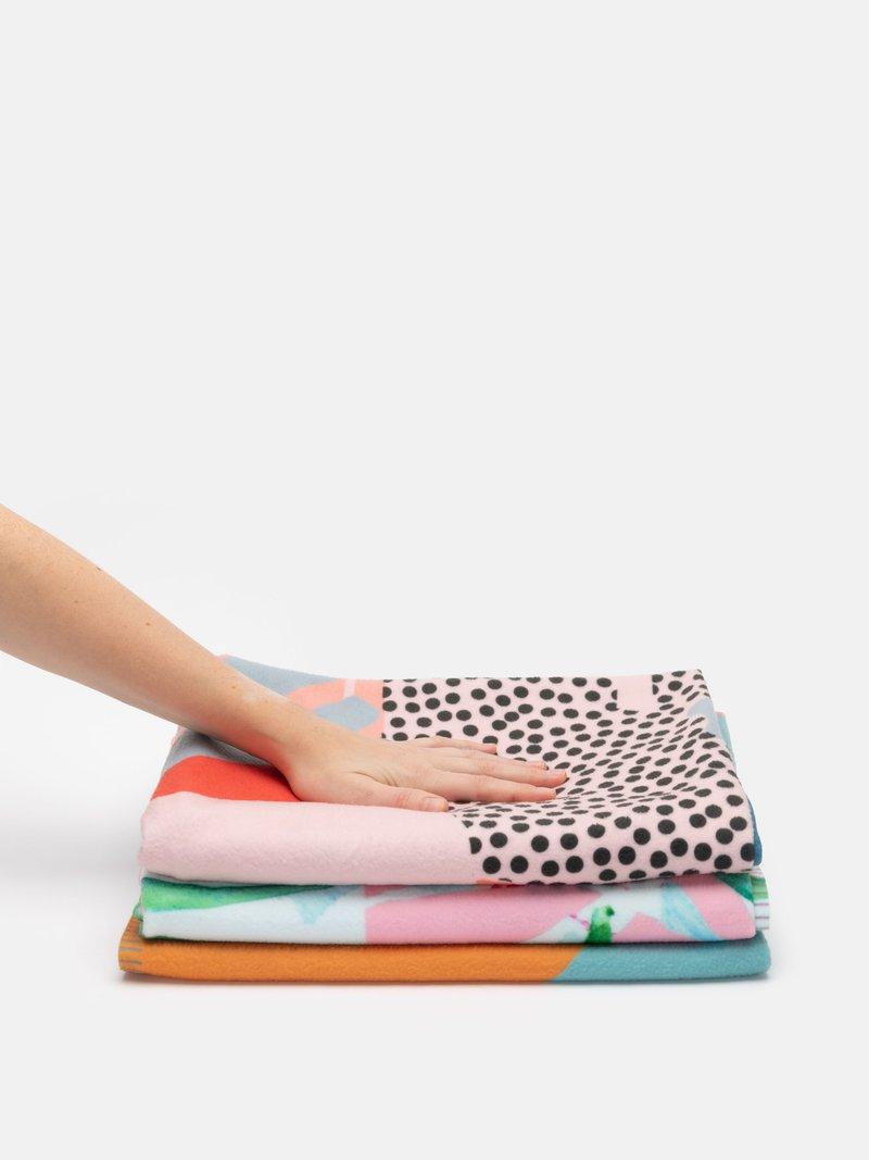 Impression en couleur sur la couverture légère pour l'été