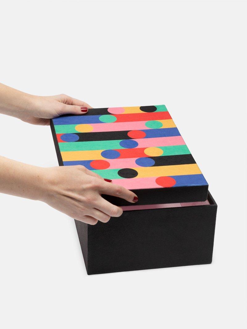 box mit geometrischem muster