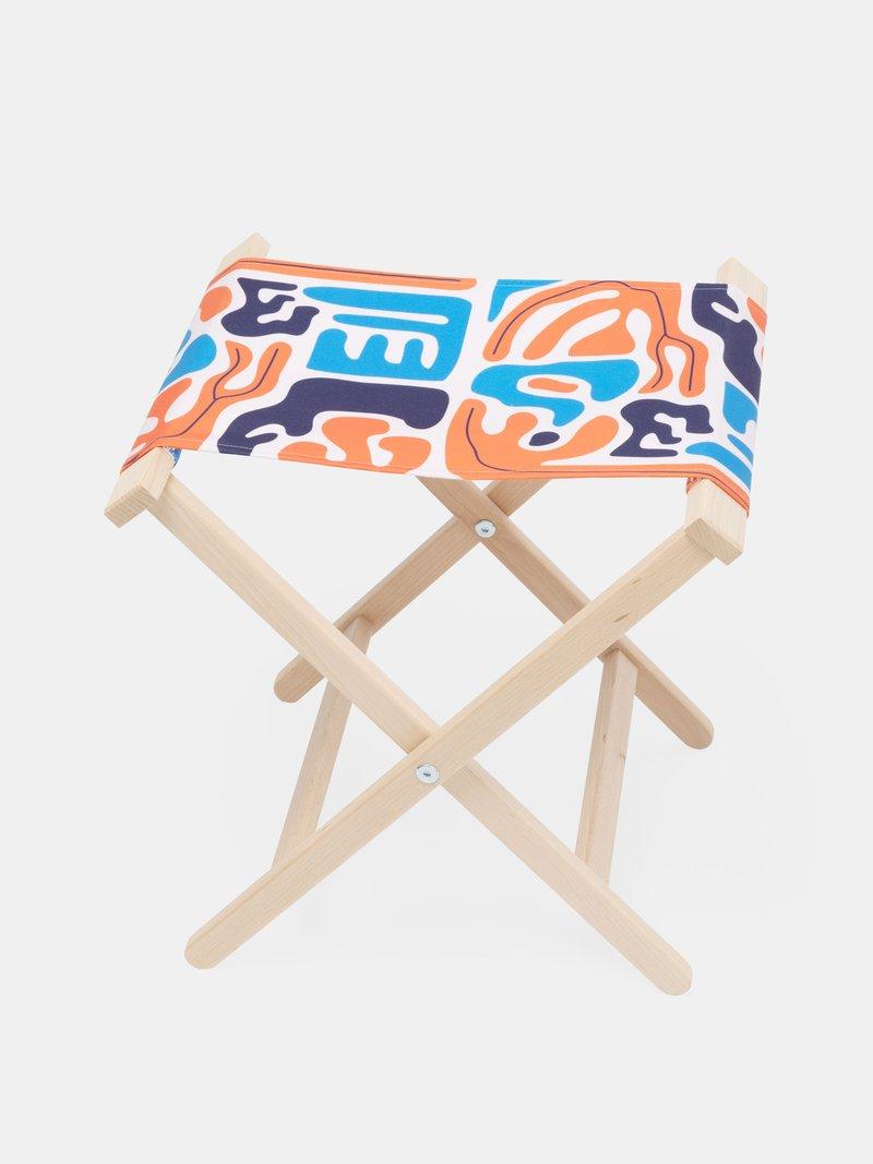 Détail partie en bois de chaise pliée