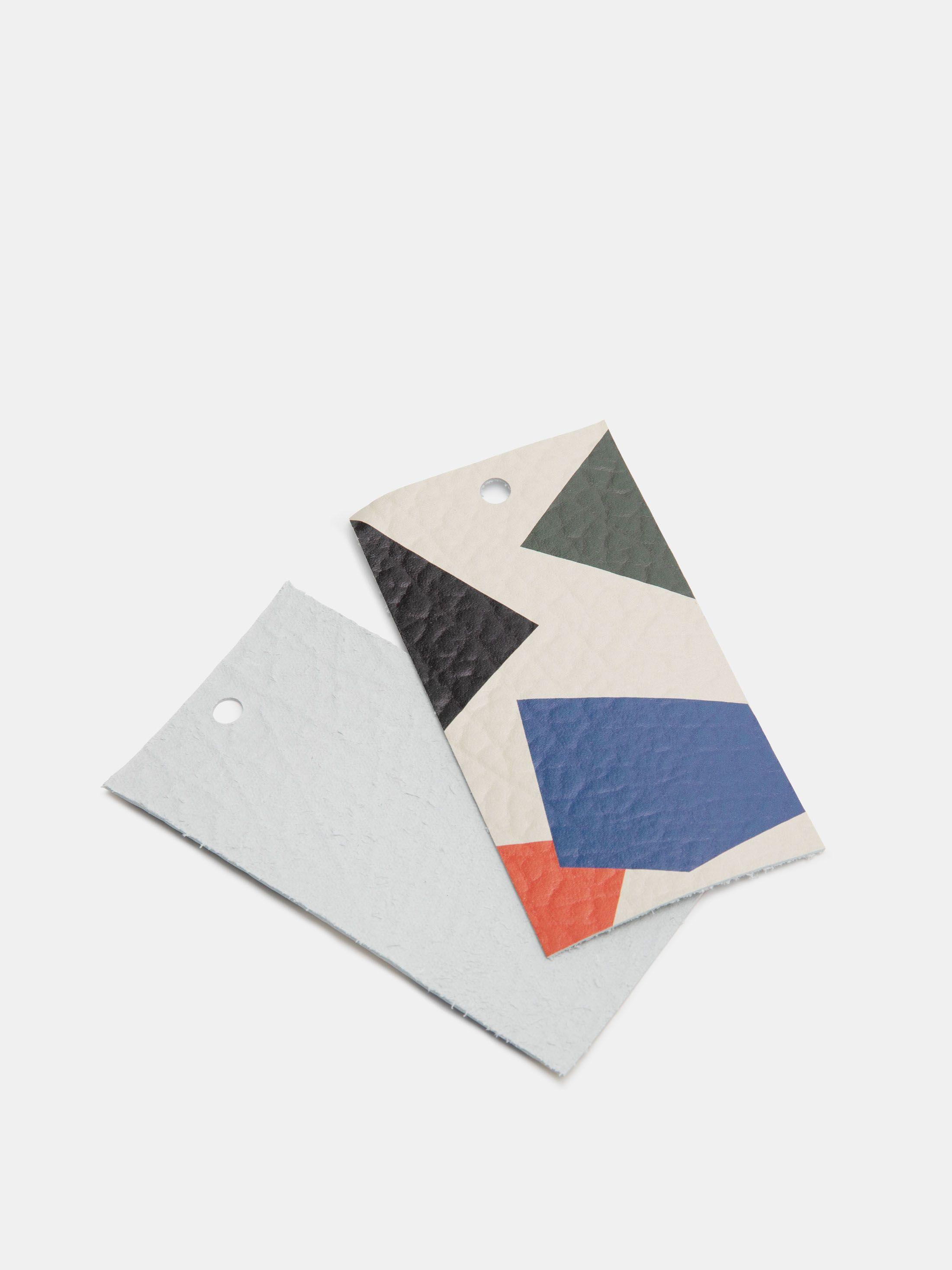 Différentes tailles des étiquettes imprimées cuir