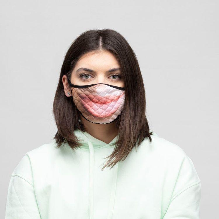 Maske mit eigenem Mund