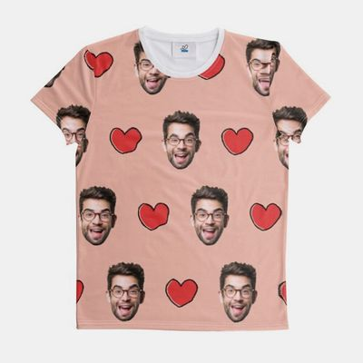 tryck en t-shirt med ditt eget ansikte