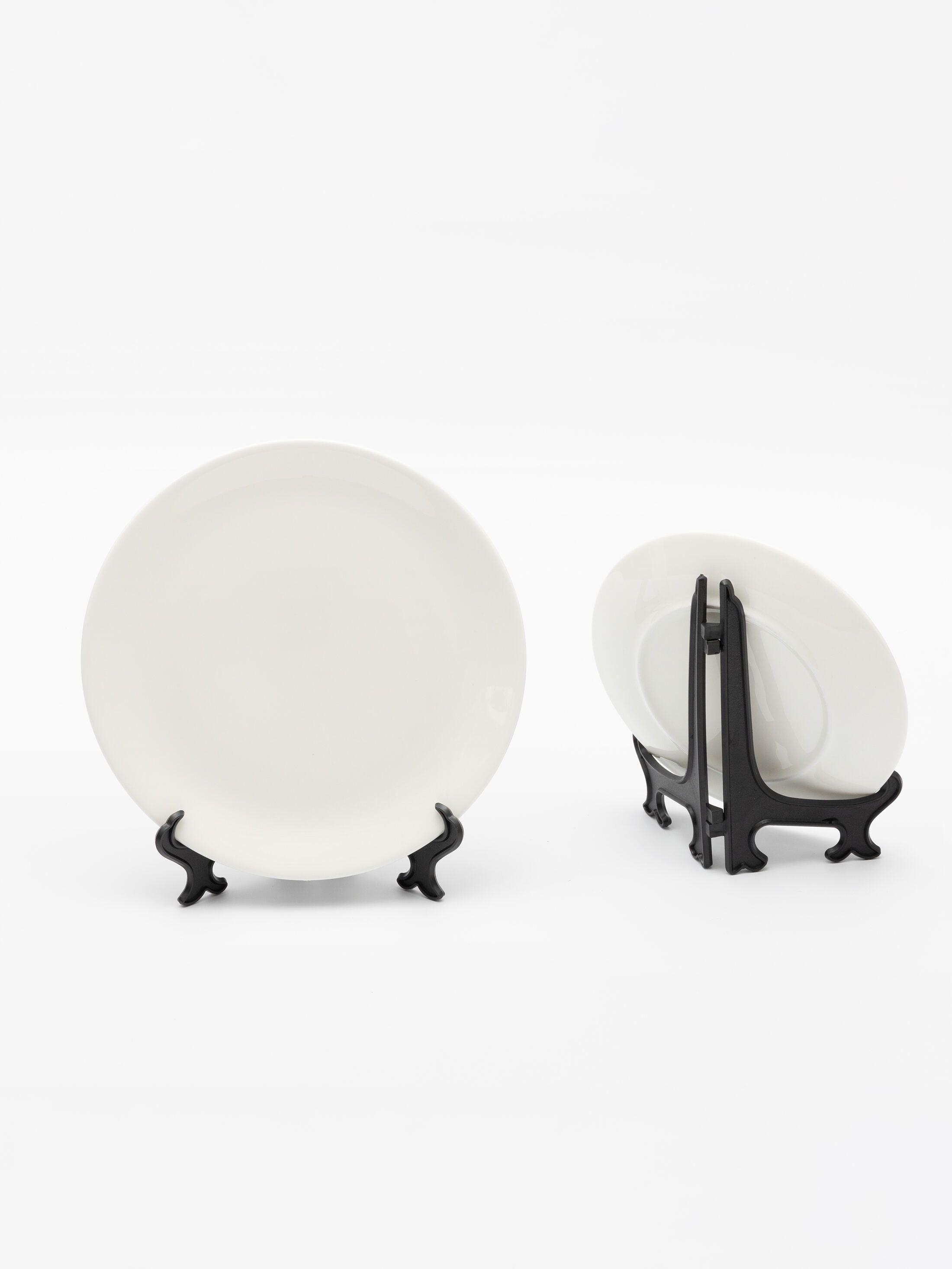 customised plates on stand