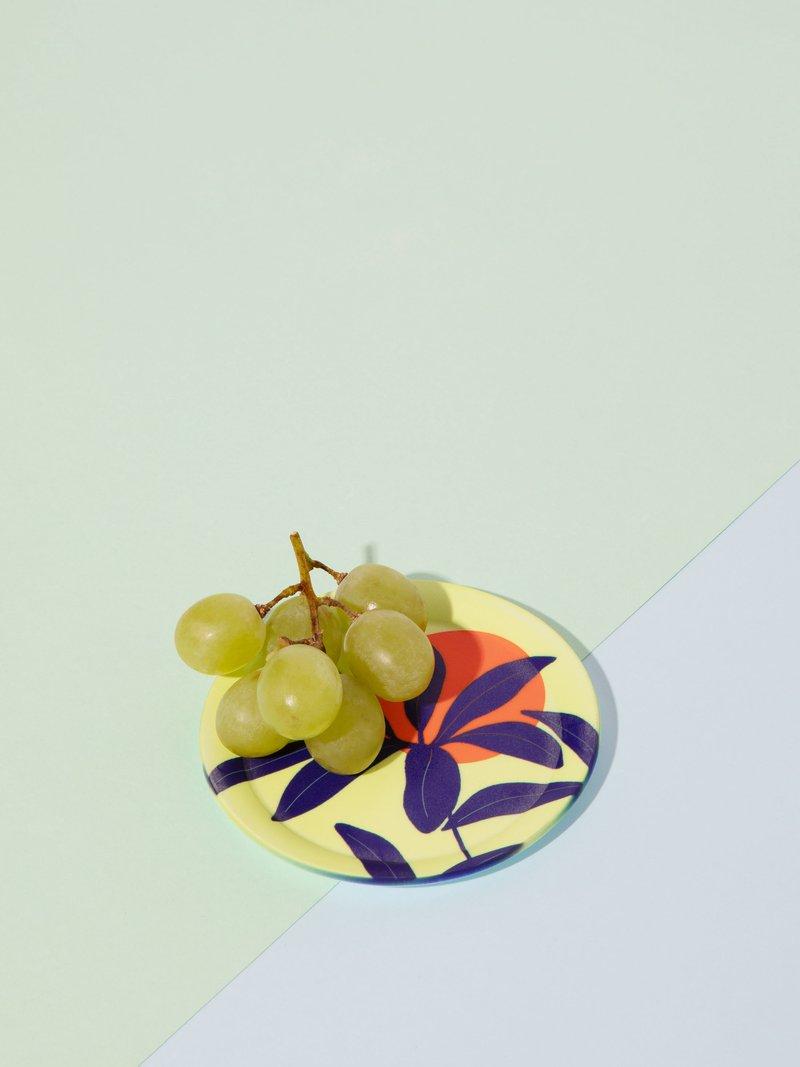 untersetzer mit geometrischem design mit glas