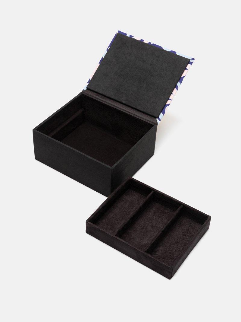 アクセサリーボックスをデザイン