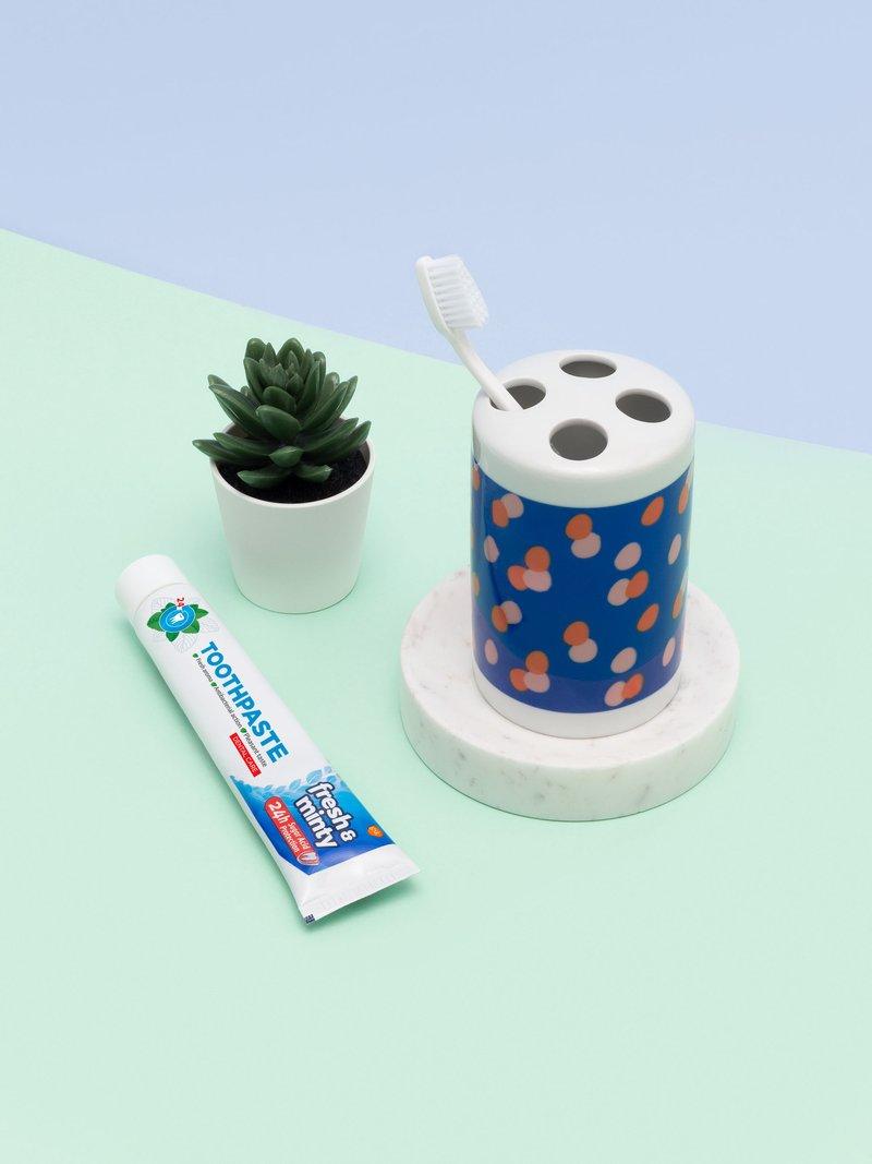 unique toothbrush holder