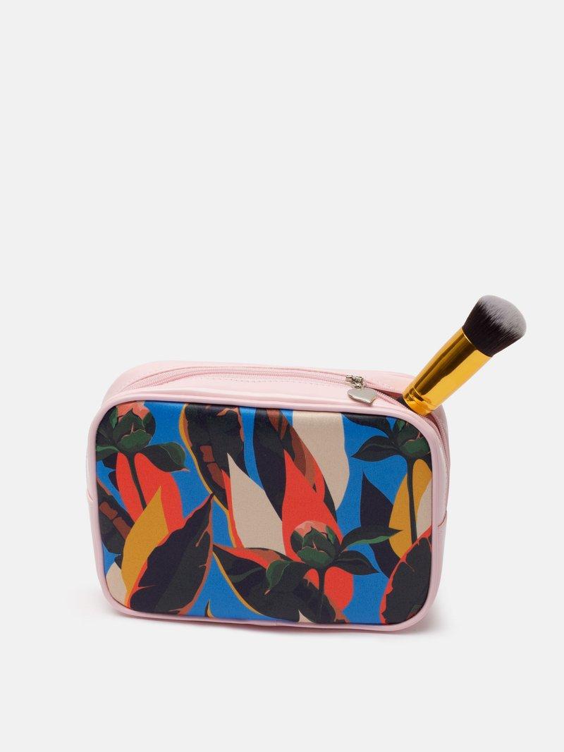 make up bag detail
