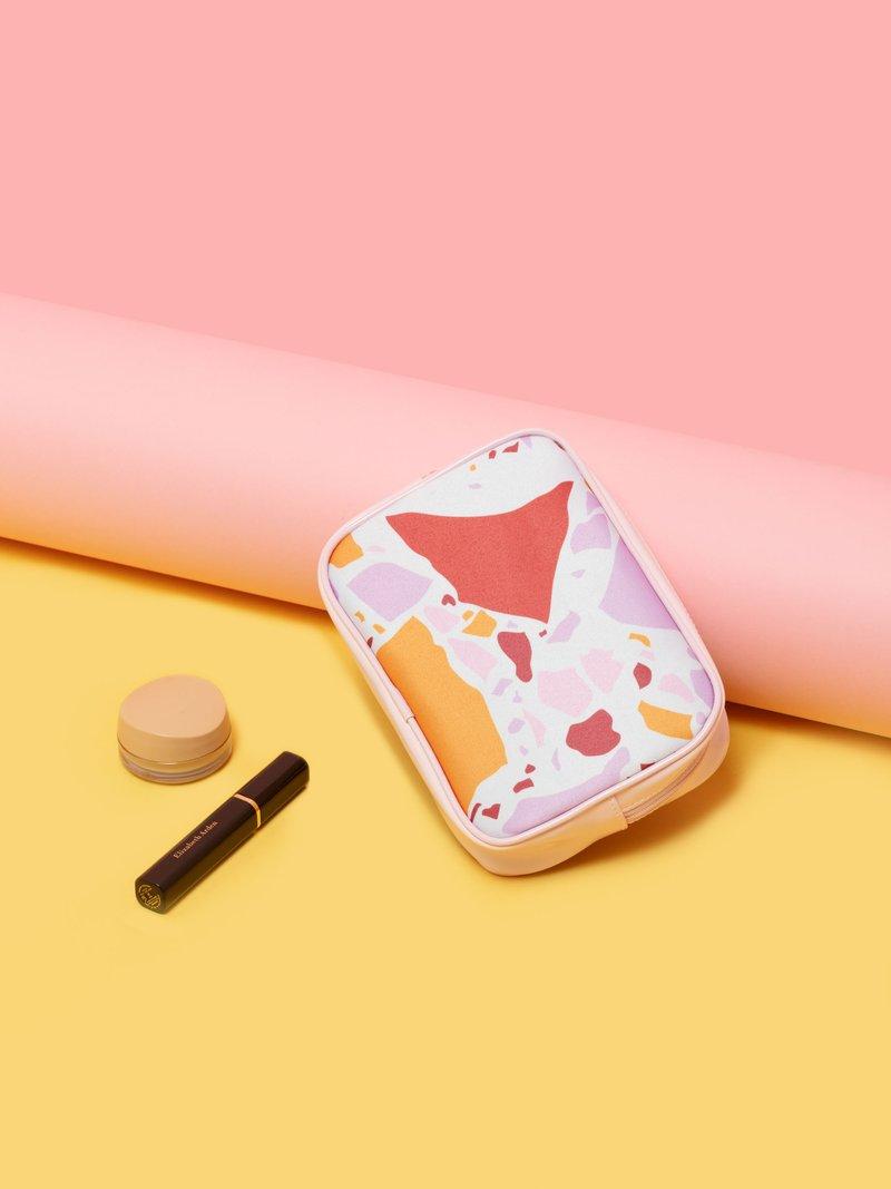 Zip en coeur sur la trousse à maquillage imprimée
