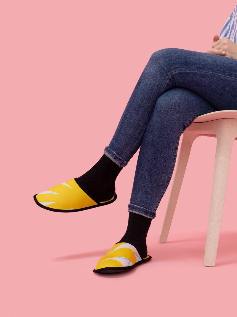 Create children's printed art slippers