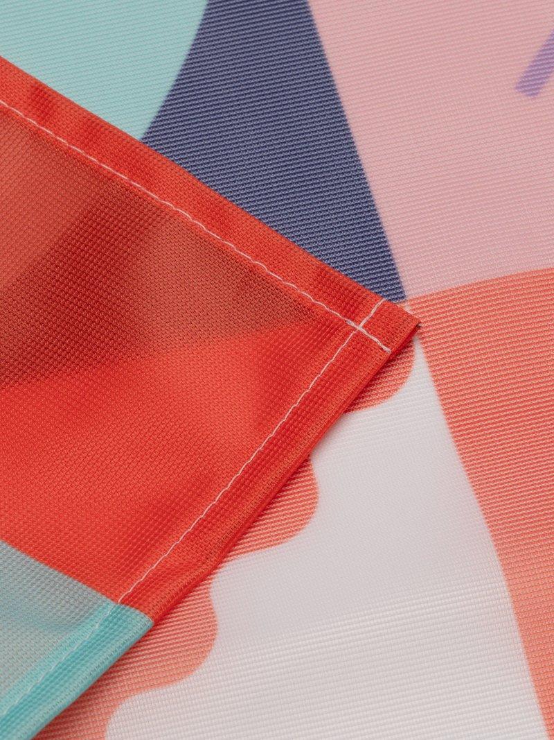 Faire un drapeau design avec oeillets ou passe-hampe