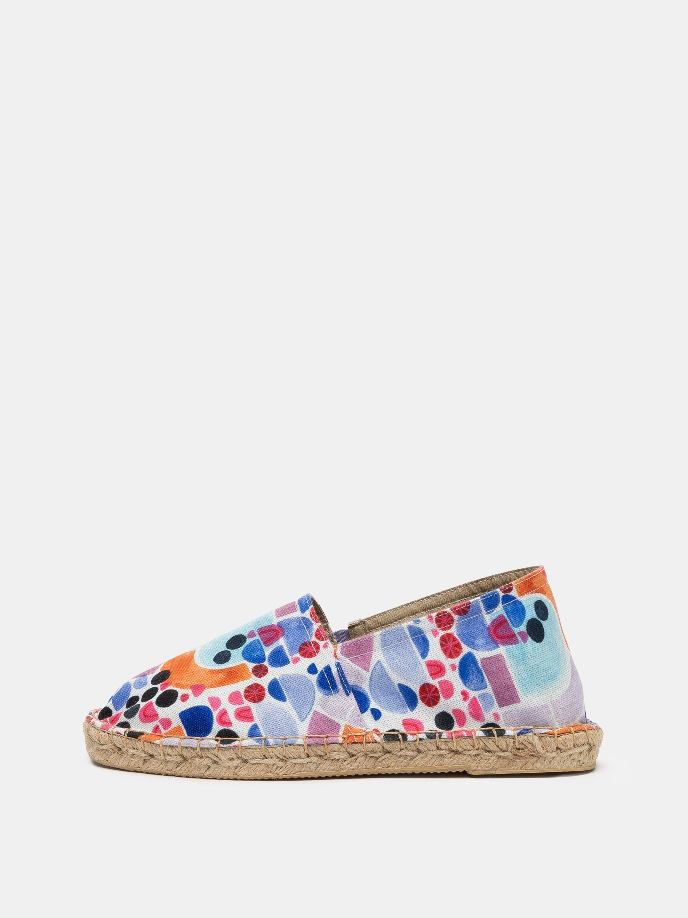 beach shoes detail