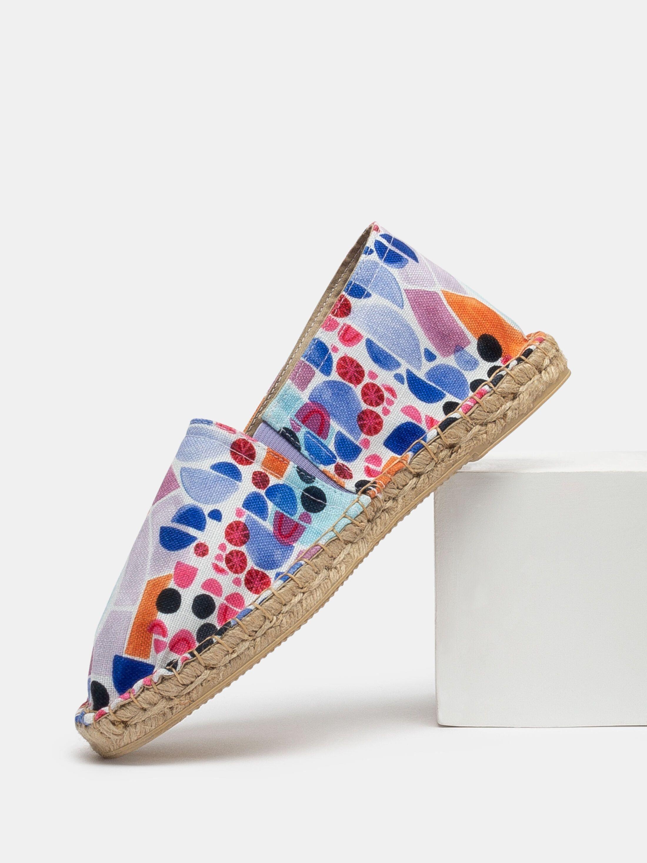 Designe deinen eigenen Sommer-Schuhe im Espadrilles