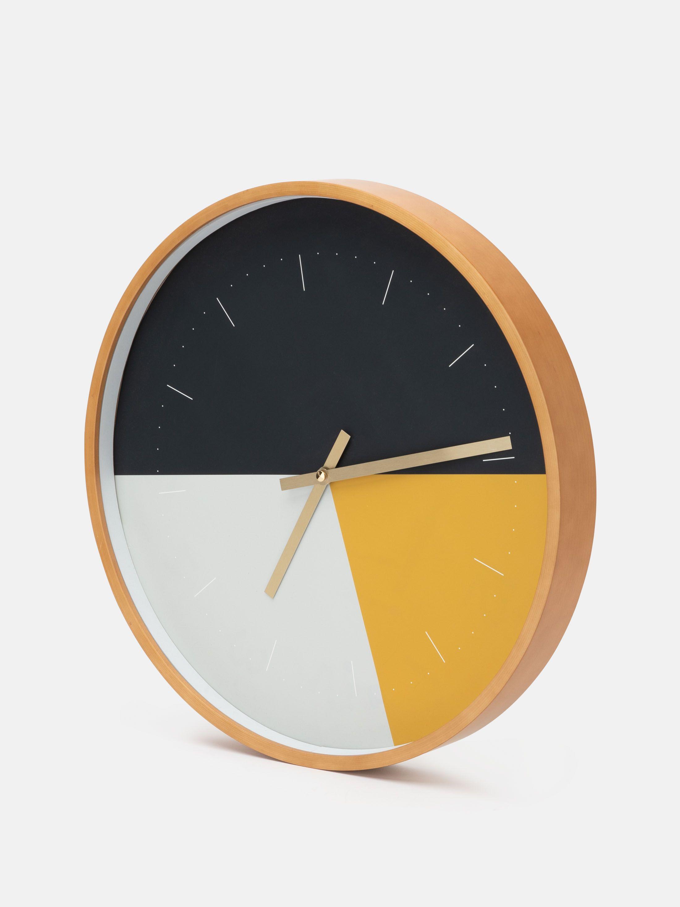 Arrière de l'horloge murale ronde avec mécanisme