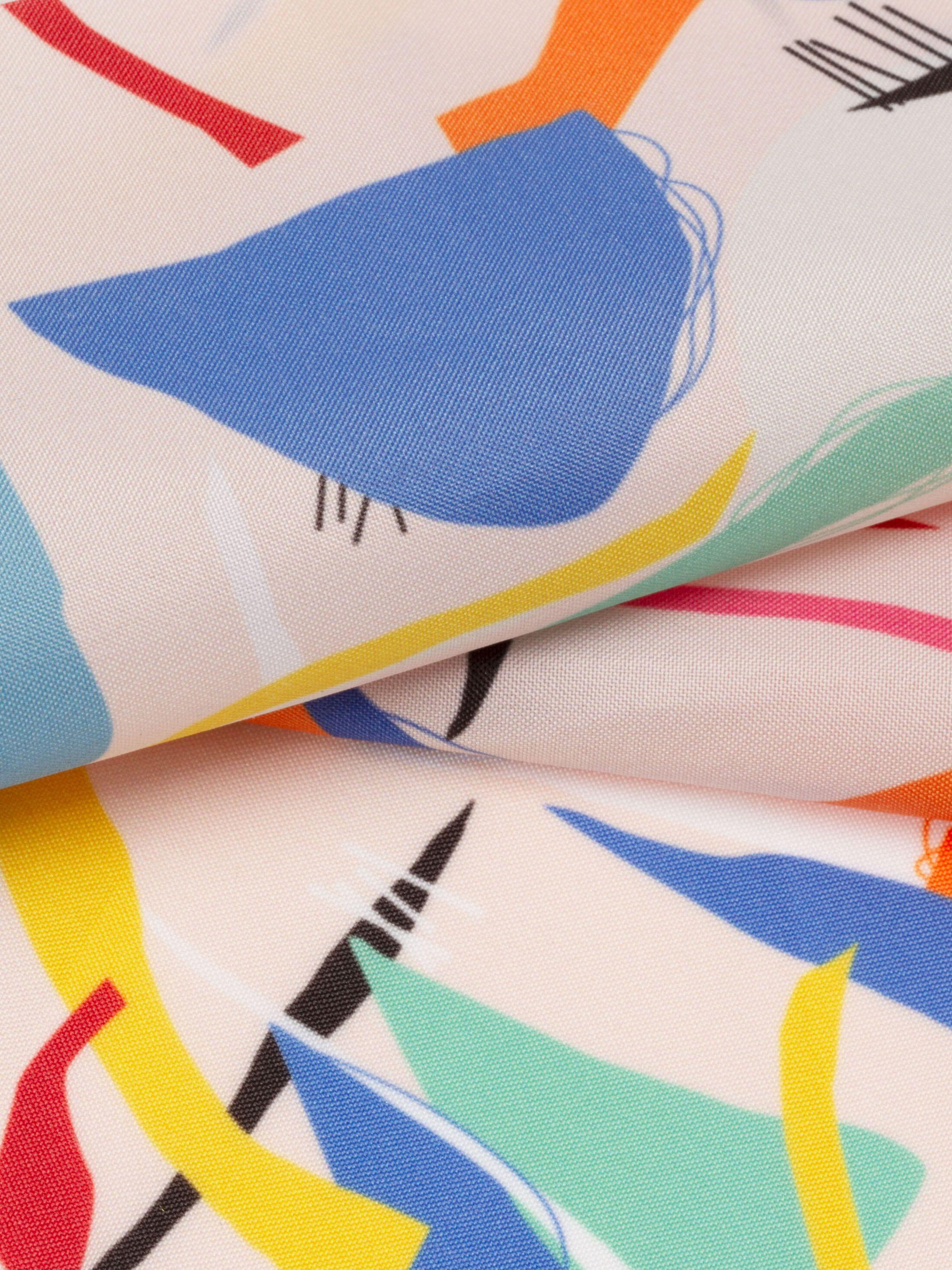 Ella Waterproof met print vastgespeld