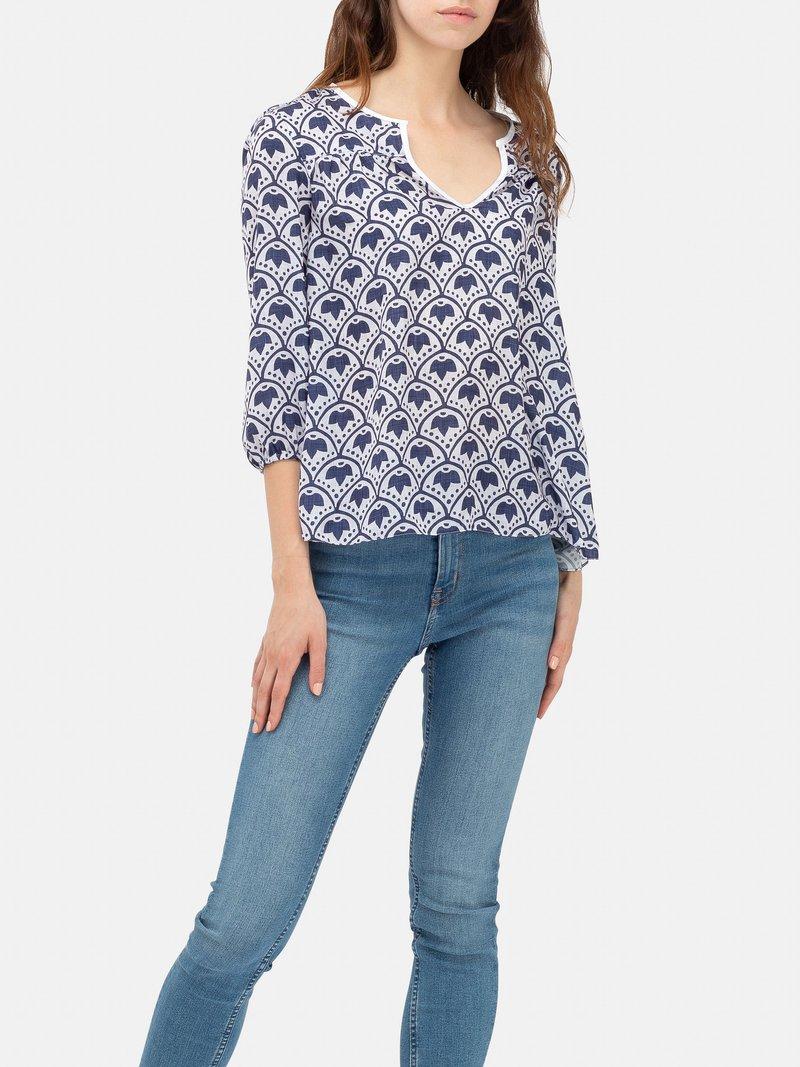 Avant de la blouse personnalisée avec design